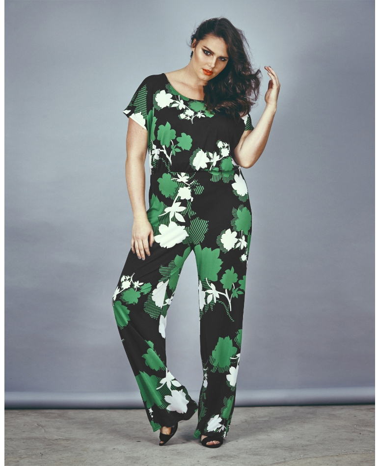 Shop curvy women's clothing at Kelly Brett Boutique to stay ahead of the trends. Our trendy and fashionable clothes look great on women of all sizes. Up to 3XL! Best of the plus size women clothing boutiques. Get chic plus size dresses, blouses, palazzo pants, maxi skirts and many more.