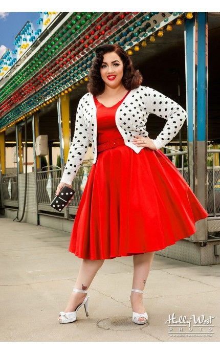 Plus-size holiday dresses style guide - curvyoutfits.com
