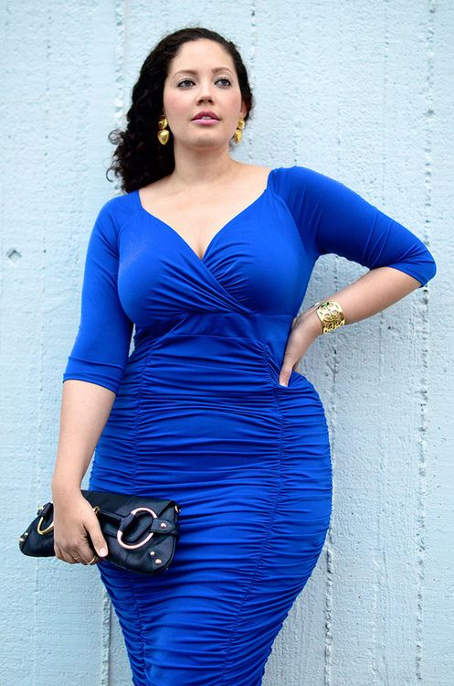 5-ways-to-wear-plus-size-a-blue-electric-dress-at-new-years-eve-1