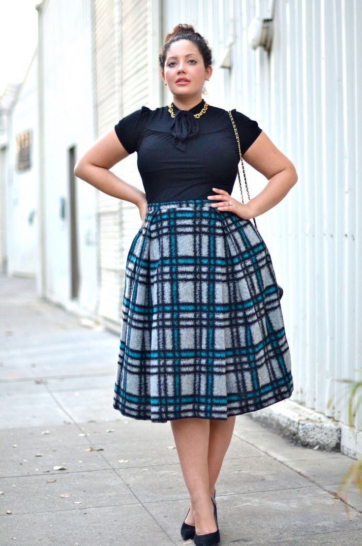 5 ways to wear a plus size plaid skirt - curvyoutfits.com