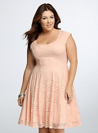 5 pink pastel dresses for plus size girls - curvyoutfits.com