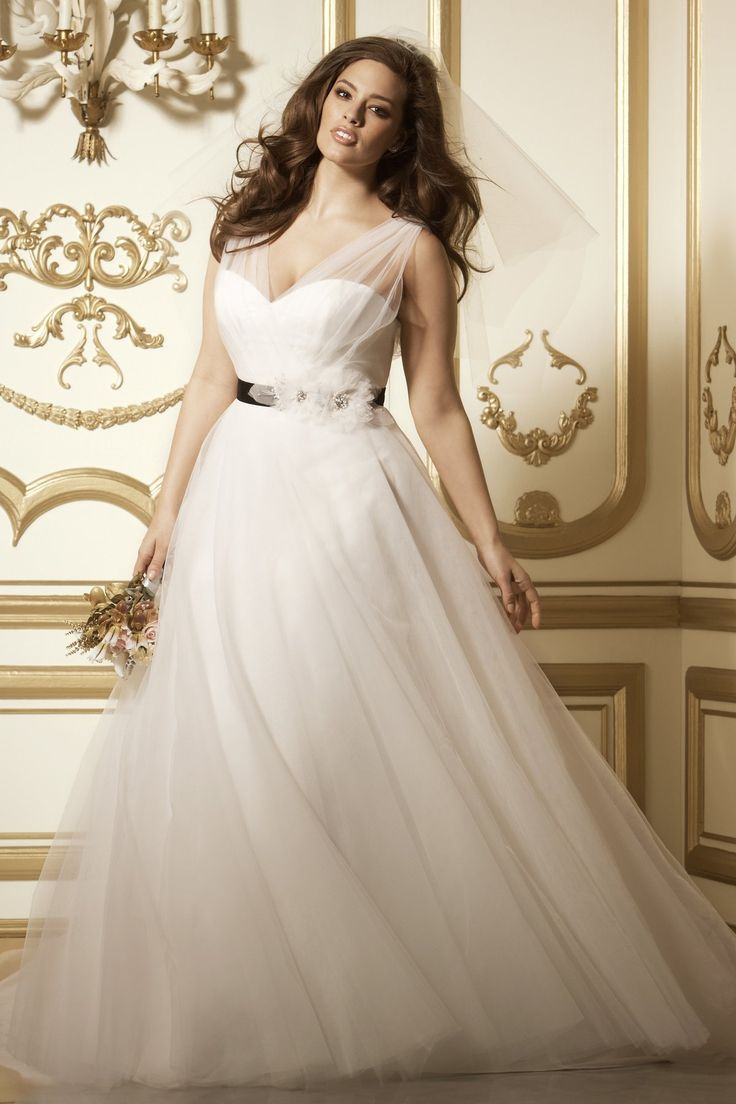 8 amazing wedding dresses for curvy women for Wedding dresses for womens
