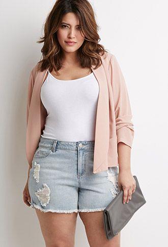 5 ways to wear plus size denim shorts - curvyoutfits.com