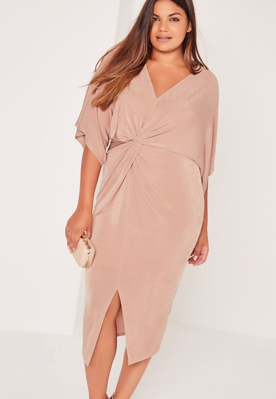 5 beautiful plus size dresses for a wedding guest for Plus size midi dresses for weddings