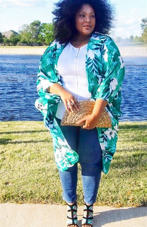 plus size summer outfit with jeans and kimono 500 x 771 - 7 stylish plus size outfits to wear in June