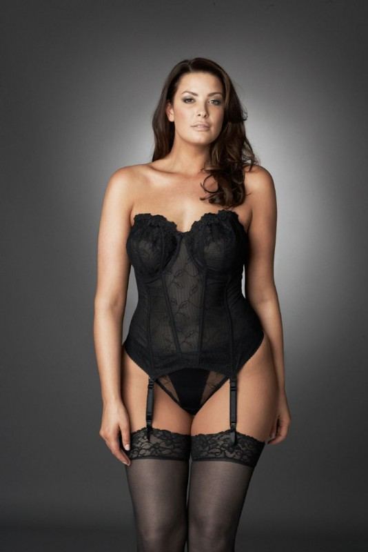 dcf0c4186d0 cheap-plus-size-corsets-5-best-outfits - curvyoutfits.com