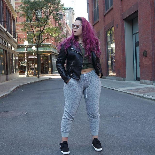 plus-size-outfits-with-sneakers-5-best