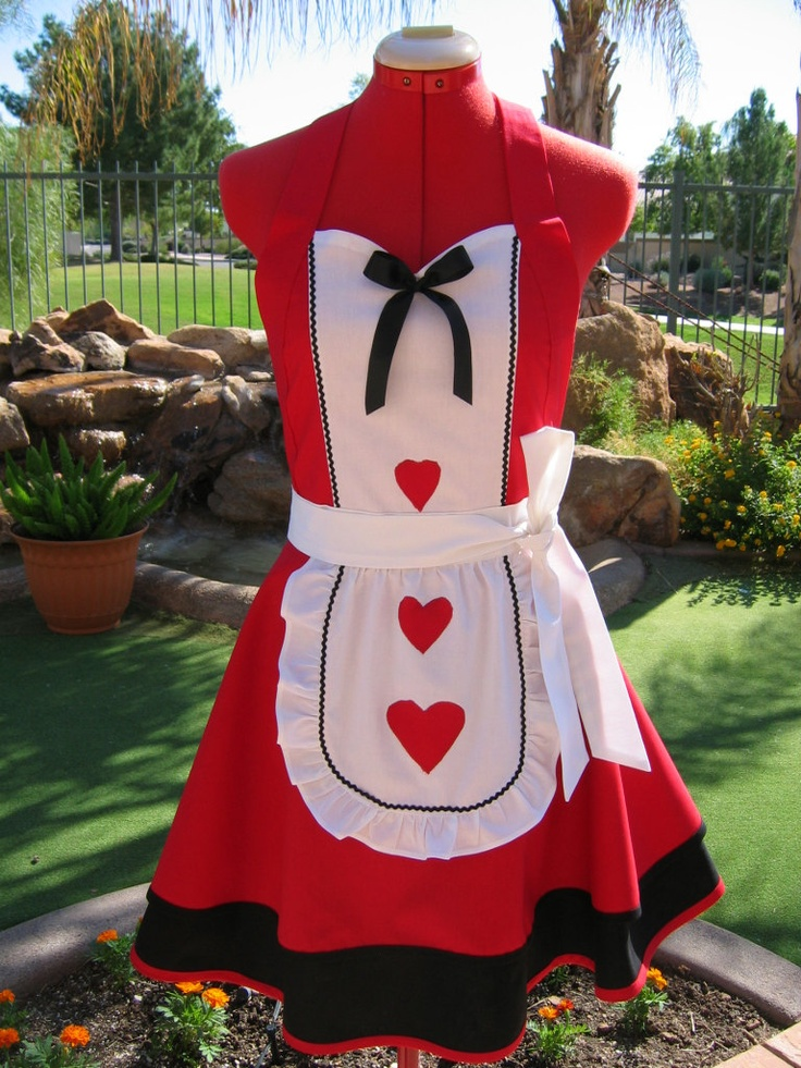 plus size queen of hearts costume3 - plus-size-queen-of-hearts-costume3
