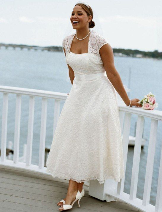 Tips on shopping for plus size beach wedding gowns - curvyoutfits.com