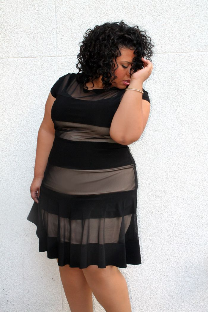 5 Plus Size Striped Dresses For Christmas That You Will