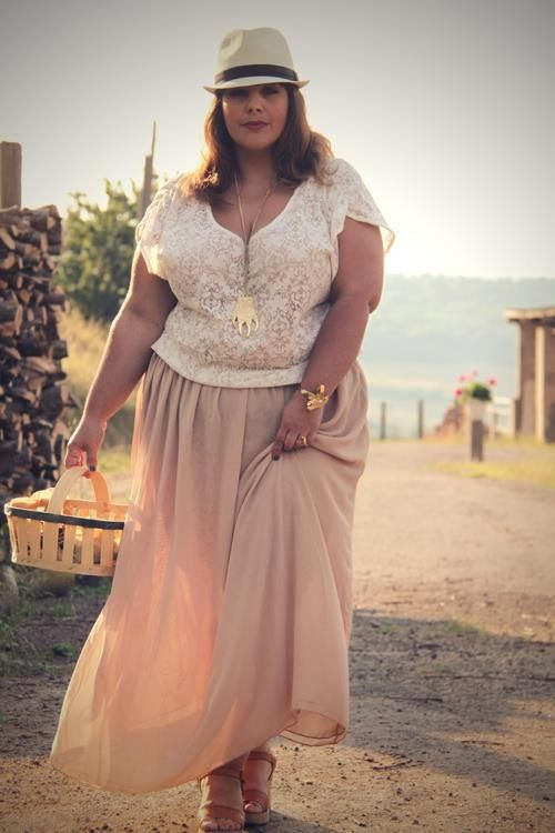 15cedceba7d 5 ways to wear a plus size maxi skirt - curvyoutfits.com