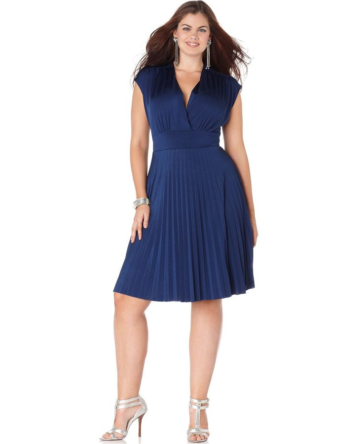 5-ways-to-wear-blue-electric-dresses-at-christmas-parties
