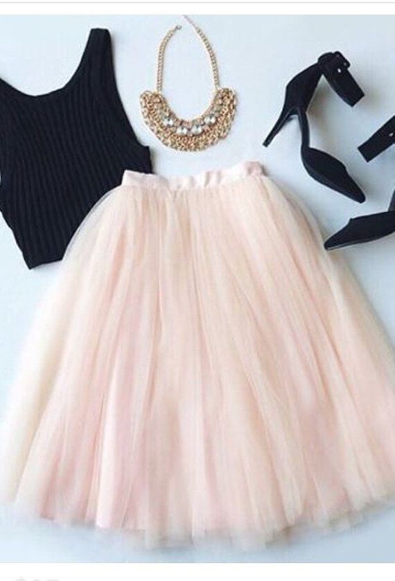how-to-wear-a-christmas-tulle-skirt-without-looking-frumpy