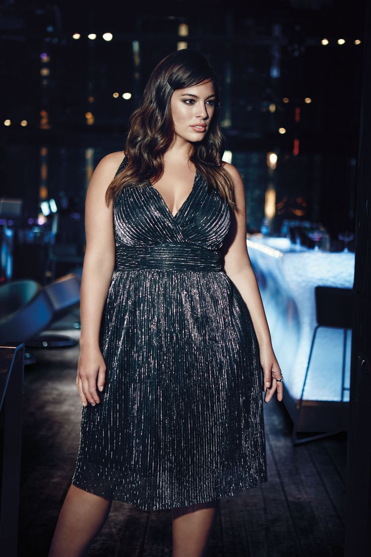 5 curvy evening outfits with a metallic dress - curvyoutfits.com