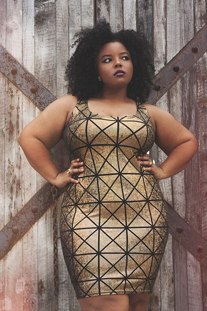 5-curvy-evening-outfits-with-a-metallic-dress