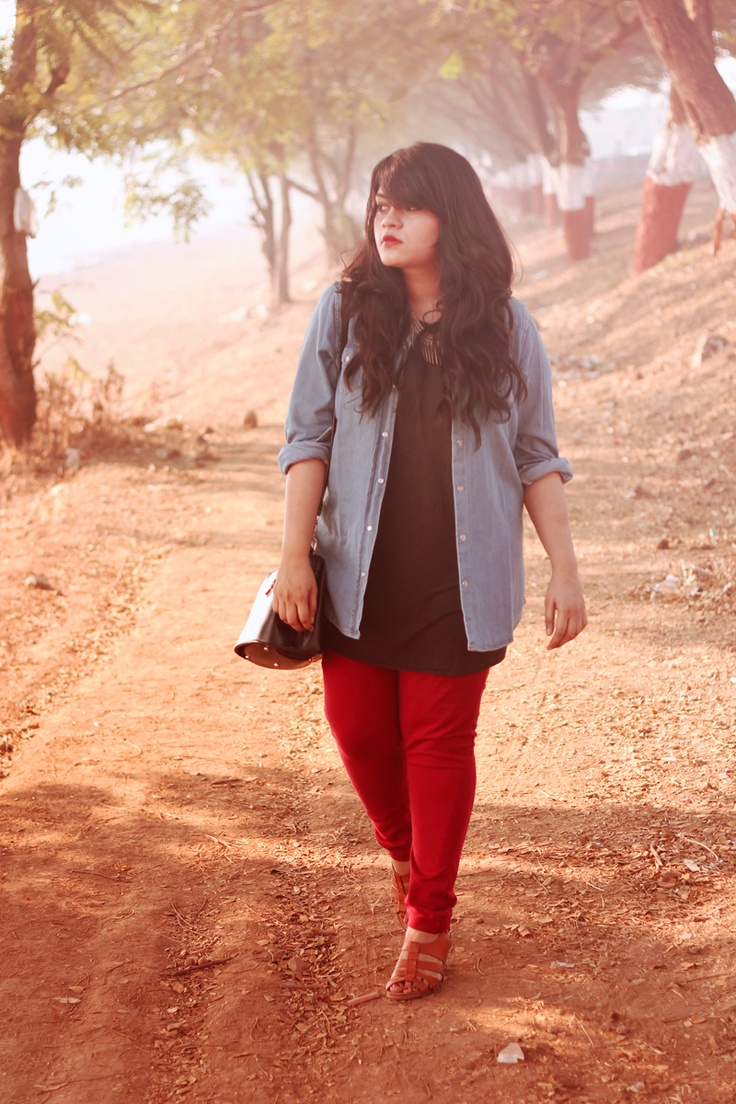 d9466fba1c5 5 ways to wear plus size red pants in glamorous ways - curvyoutfits.com