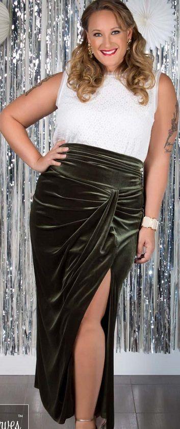 5-perfect-velvet-skirts-for-plus-size-women-1