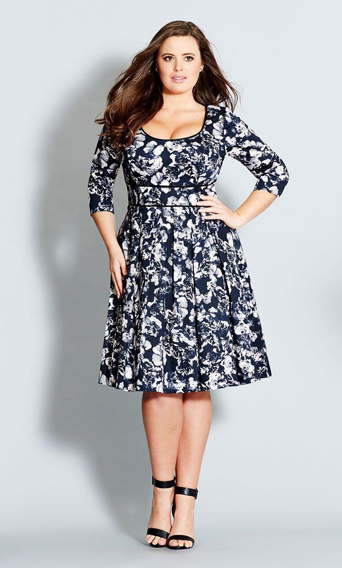 5 ways to wear a plus size floral garment - curvyoutfits.com