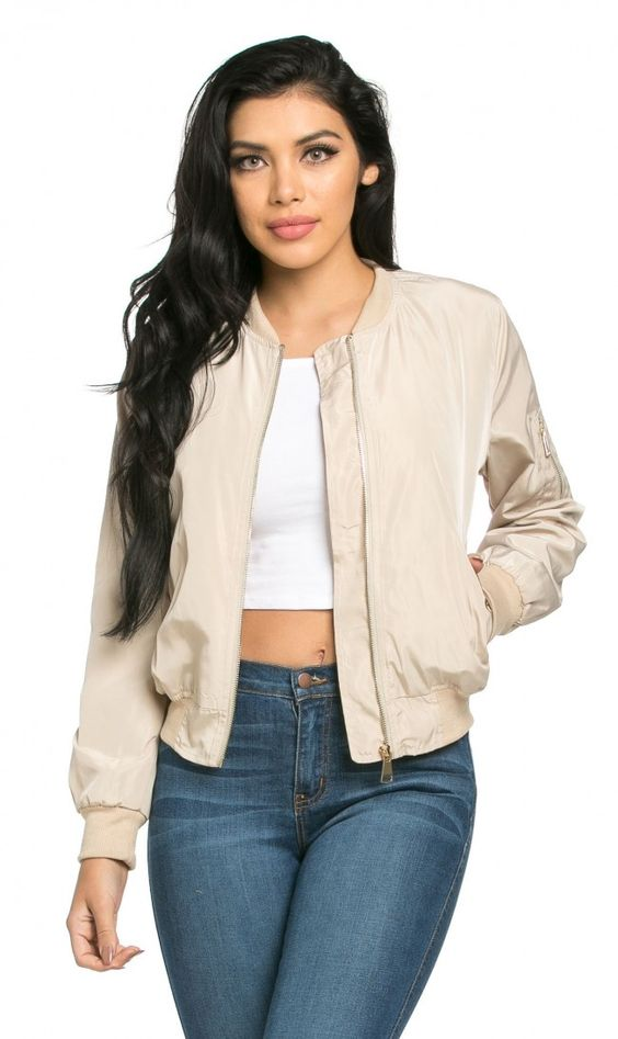69c5accea0f 5-ways-to-wear-a-plus-size-spring-bomber-jacket-1 - curvyoutfits.com