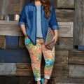 how to wear plus size floral pants and look elegant 3 120x120 - How to wear plus size floral pants and look elegant