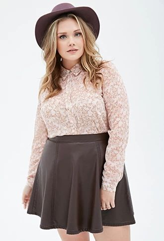 how-to-be-stylish-in-a-plus-size-skater-skirt