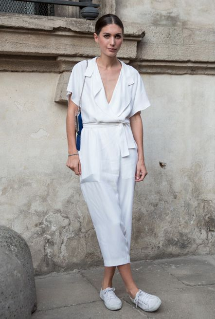 5 ways to wear a curvy jumpsuit with sneakers without looking frumpy 4 - 5-ways-to-wear-a-curvy-jumpsuit-with-sneakers-without-looking-frumpy-4