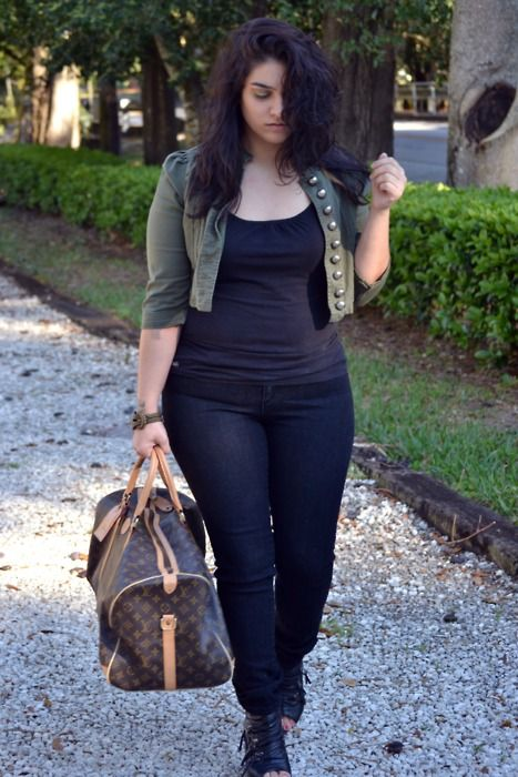5 stylish cropped jackets for curvy women 3 - 5-stylish-cropped-jackets-for-curvy-women-3