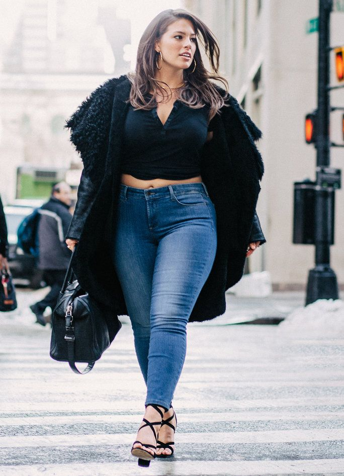62c341b6bfa Steal her style  Ashley Graham jeans outfit - curvyoutfits.com